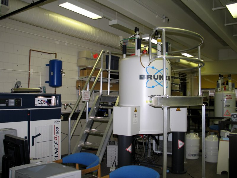 Image of a Bruker 500 MHz NMR spectrometer