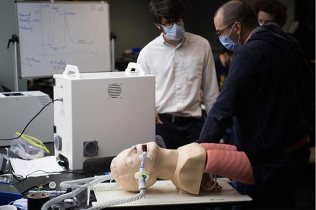 Image of engineers developing new kind of respirator for COVID-19 patients