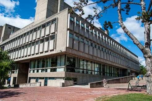 Image of McLaughlin Library on U of G campus