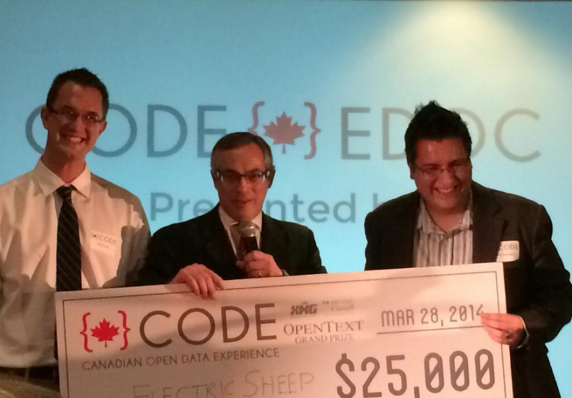 Presentation of the first place award by The Honourable Tony Clement (center) to SoCS PhD Candidate Jason Ernst (left), and partner Carlos Saavedra (right).