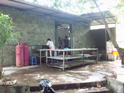 Hoa Sua School - Cooking area for students