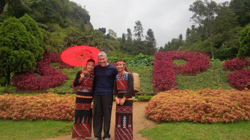 Sapa - Dragon Mountain with new friends