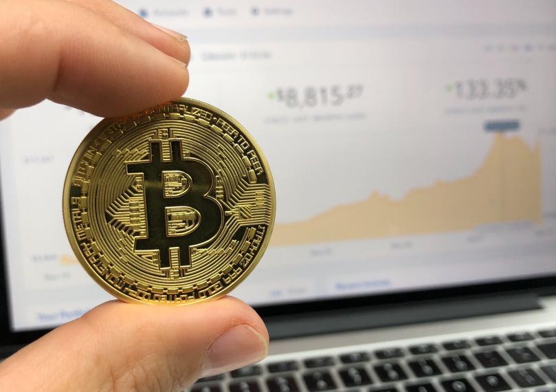 hand holding a bit coin