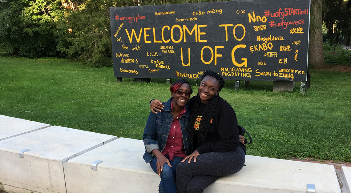 E'layna and her mother on campus.