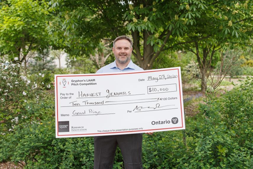 Harvest Genomics co-founder and CEO Chris Grainger pictured with 2020 Gryphon's LAAIR Prize Cheque