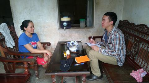 Prof. Lam speaks with a female farmer