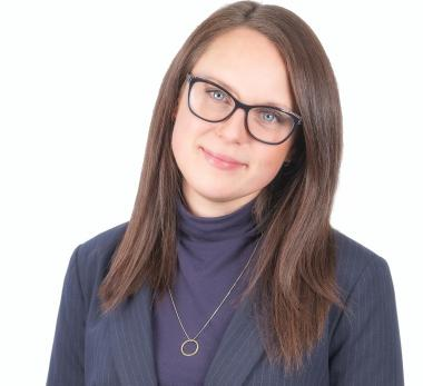 Head shot of Sarah Minnes